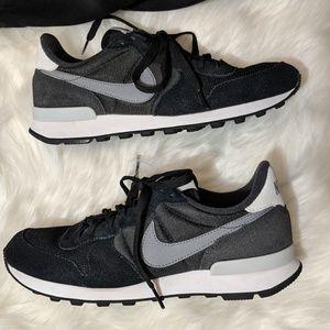 ✨Nike Black & Gray Internationalist Sneakers